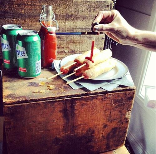 On shoot hotdog sauce